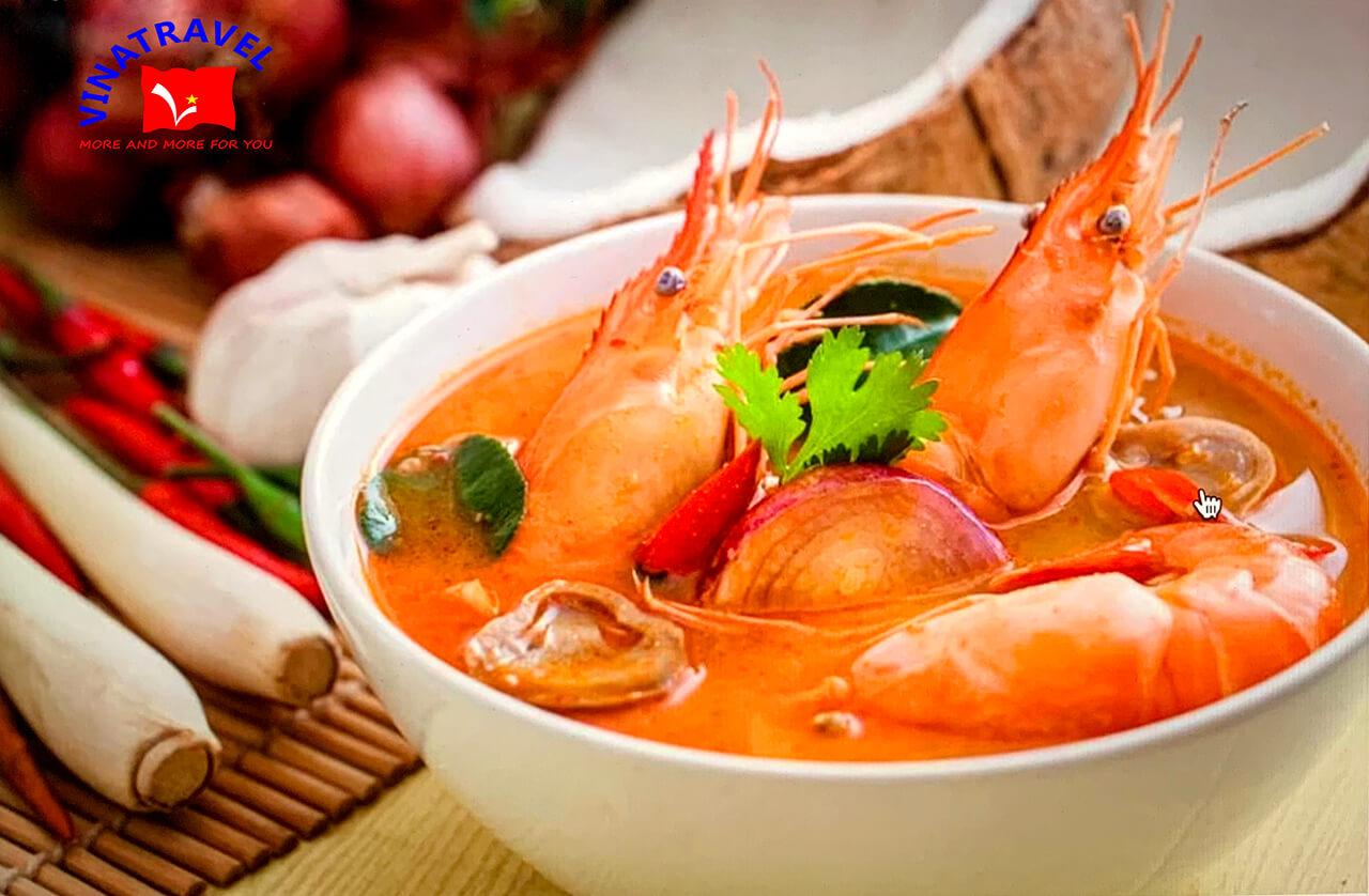 Món ăn truyền thống Thái Lan Tom Yum Kung - kinh nghiệm du lịch lần đầu tiên Thái Lan