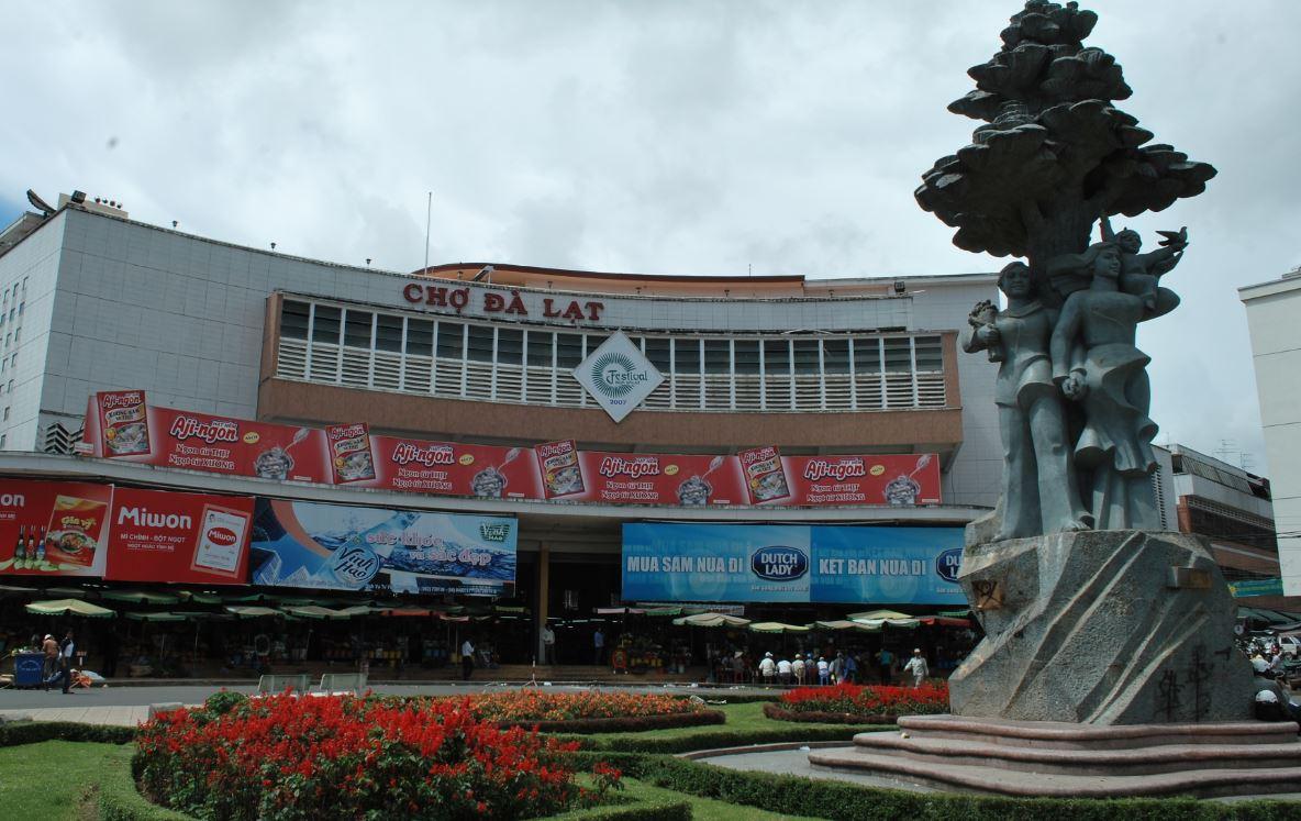Ghé chợ Đà Lạt trong tour du lịch của công ty Vinatravel
