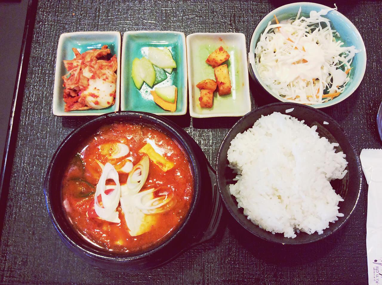 ẩm thực sưởi ấm tiết trời mùa đông xứ Hàn - Canh kim chi
