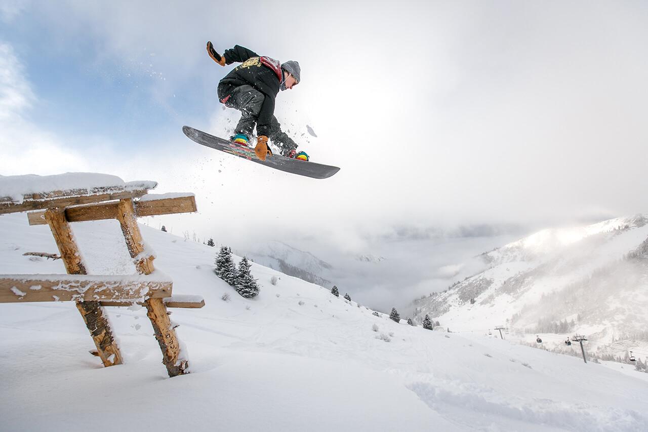 Trải nghiệm trượt tuyết trong tour du lịch Hàn Quốc mùa đông