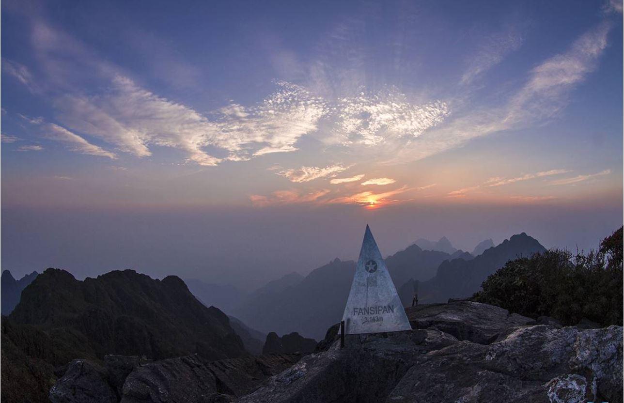 Đỉnh Phansipan - ngọn núi cao nhất Việt Nam