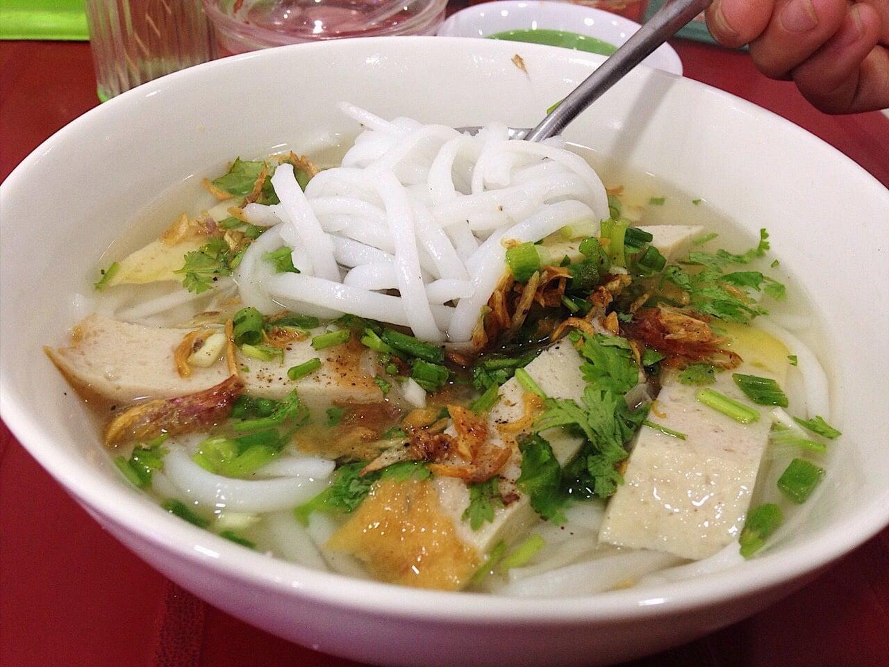 Du lịch cùng Vinatravel để thưởng thức Bánh canh chả cá Ninh Thuận