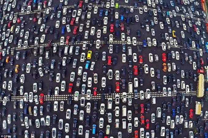Tắc đường ở một số thành phố lớn có thể kéo dài từ ngày đến đêm 10 điều kì quái chỉ có ở Trung Quốc