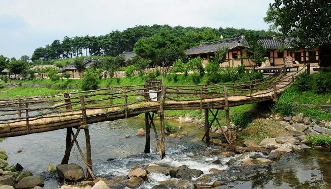 Thư giãn là khi giơ tay là chạm vào thiên nhiên ngôi làng cổ Hàn Quốc