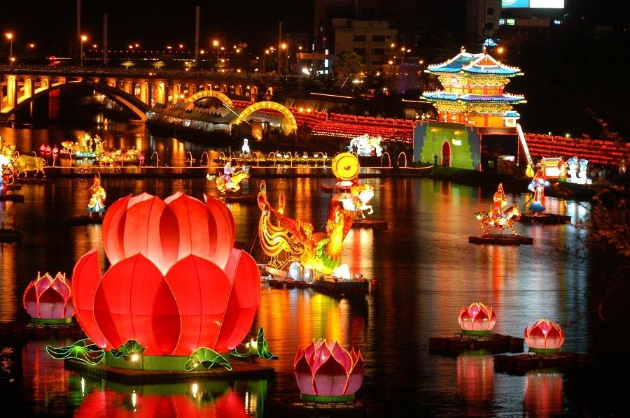 Lễ hội đèn lồng lung linh, rực rỡ cả một khoảng trời đêm