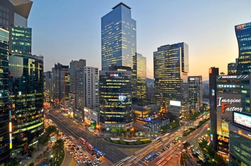 Sự sôi động của nước Hàn đôi khi sẽ khiến bạn lạc lõng nếu không biết những câu tiếng Hàn thông dụng