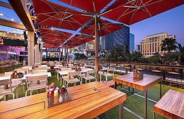 Vườn bia ngoài trời vừa mát vừa tự do những địa điểm ăn uống ở Las Vegas