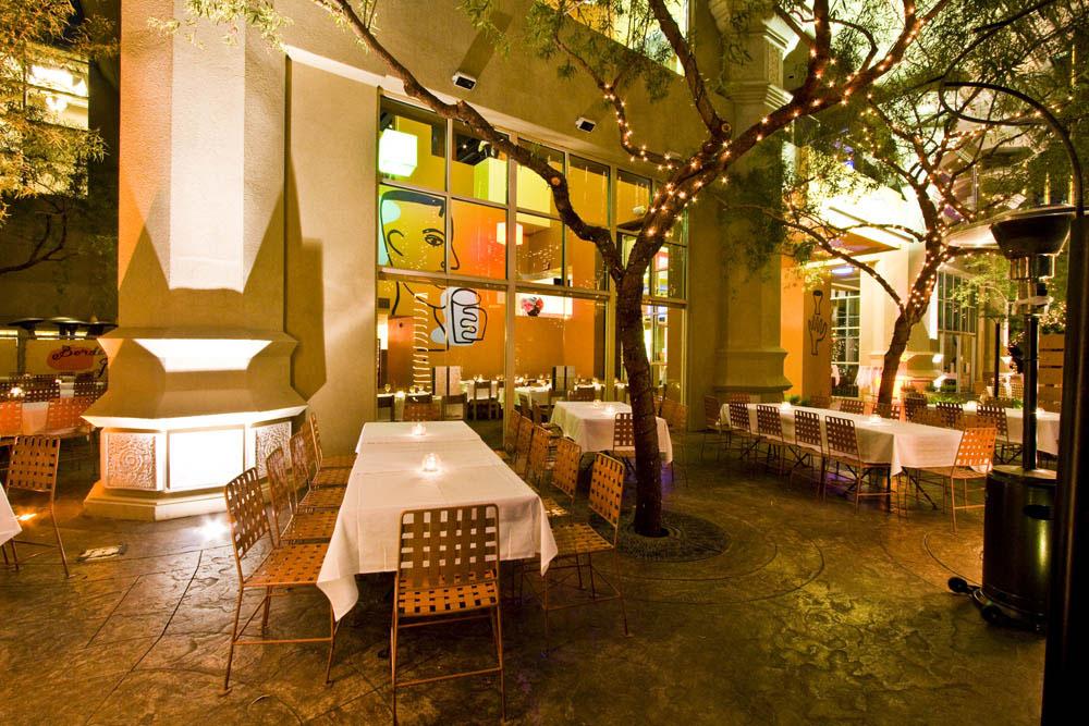 Không gian ngoài trời siêu lãng mạn thách thức mọi con tim cứng rắn những địa điểm ăn uống ở Las Vegas