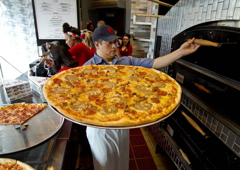 Nơi những chiếc bánh pizza khổng lồ sản sinh