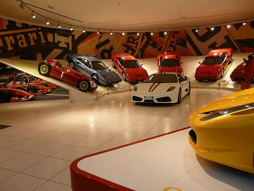 Những mẫu xe nổi tiếng thế giới đi du lịch Dubai