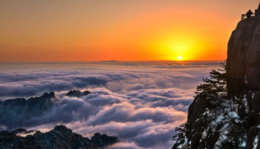 Hoàng hôn, bình minh đều huyền hoặc đến lạ thường săn mây trên đỉnh Hoàng Sơn