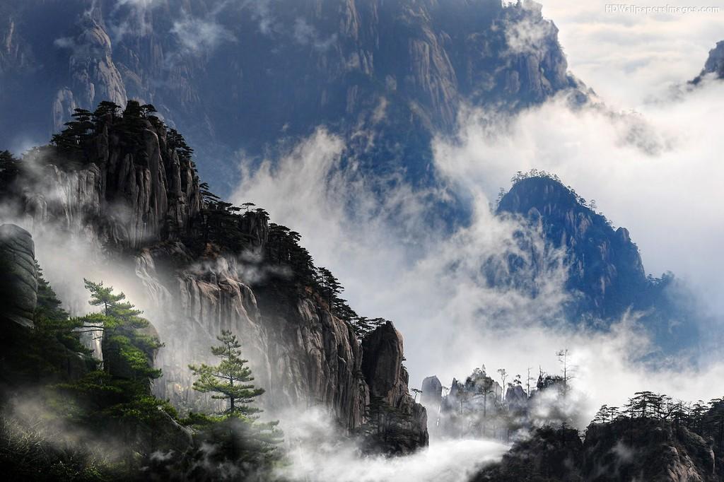 Khung cảnh tuyệt diệu, dịu dàng có, hũng vĩ có săn mây trên đỉnh Hoàng Sơn
