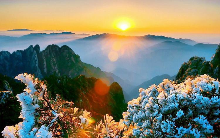 Hoàng Sơn tuyệt đẹp như một bức tranh thơ ăn mây trên đỉnh Hoàng Sơn