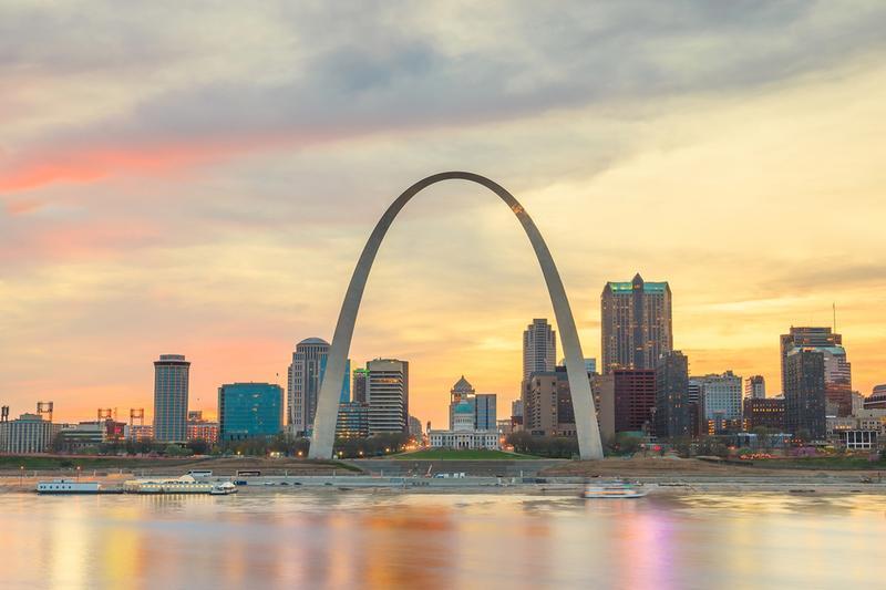 Chiếc cầu vồng kim loại bắt qua thành phố mộng mơ biểu tượng văn hóa vĩ đại nhất nước Mỹ