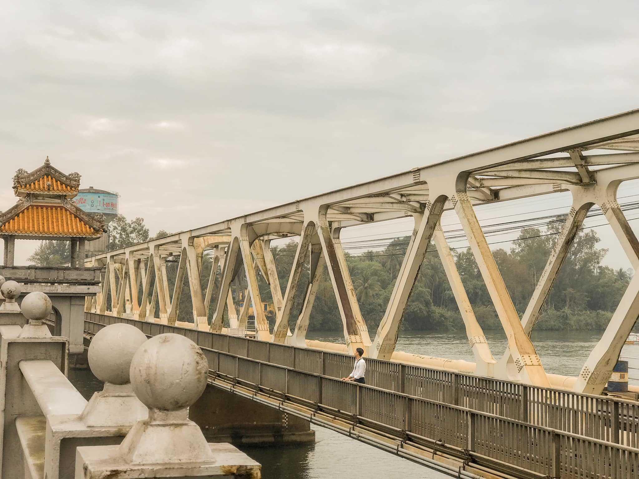 Một góc nhìn từ cầu Dã Viên