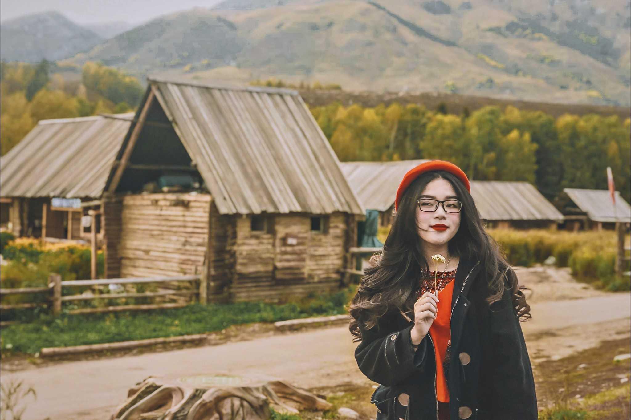 Áo khoác dạ lên hình xinh sương sương thế thôi. Cr: Phạm Thảo trang phục du lịch Hàn Quốc
