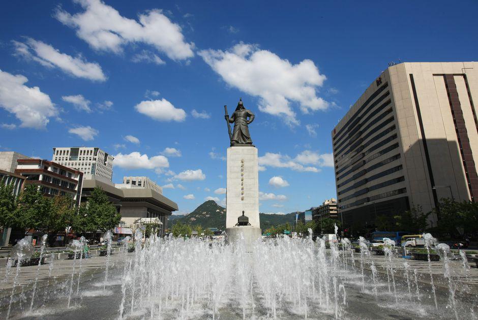 Quảng trường rộng lớn hiên ngang giữa đất Hàn kinh nghiệm du lịch Hàn Quốc