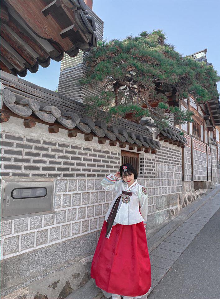Xúng xính hanbok giữa làng cổ
