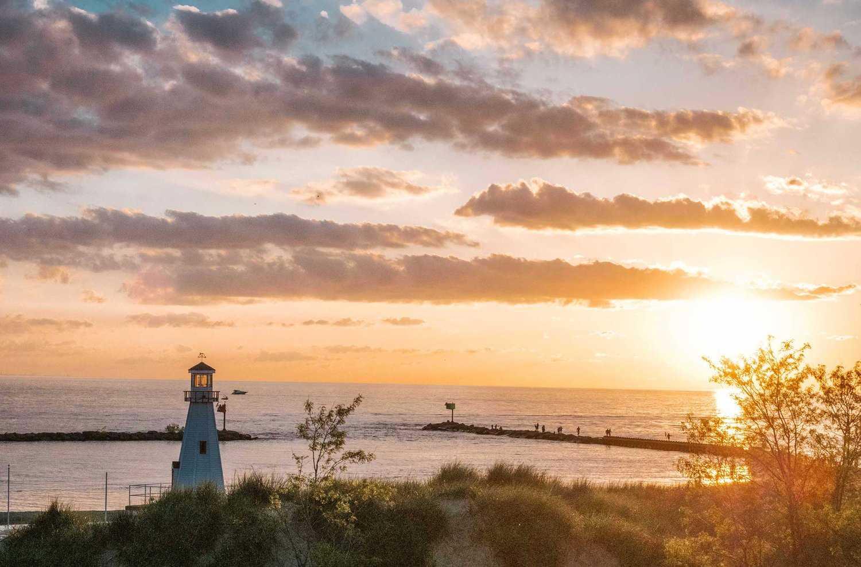 Hoàng hôn nơi thành phố biển nên du lịch nước Mỹ mùa nào