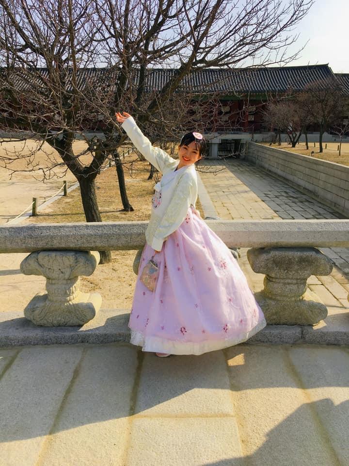 Xúng xính hanbok đi khắp hoàng cung