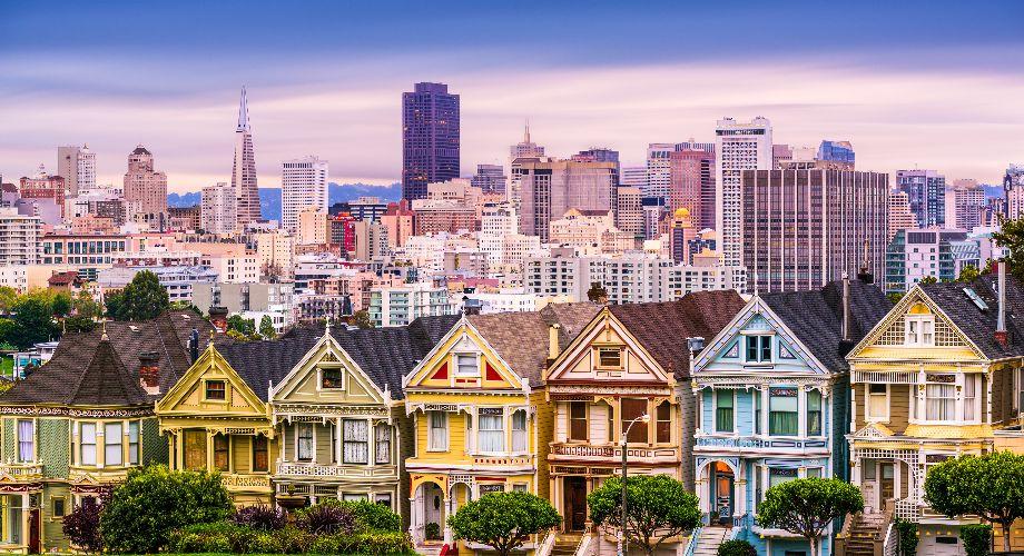 Thành phố xinh đẹp nổi tiếng với sương mù mùa hạ