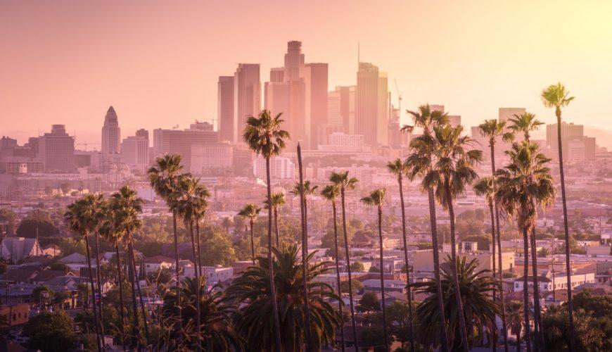 Thành phố Los Angeles cứ như một thành phố thần tiên trong ráng chiều chạng vạng