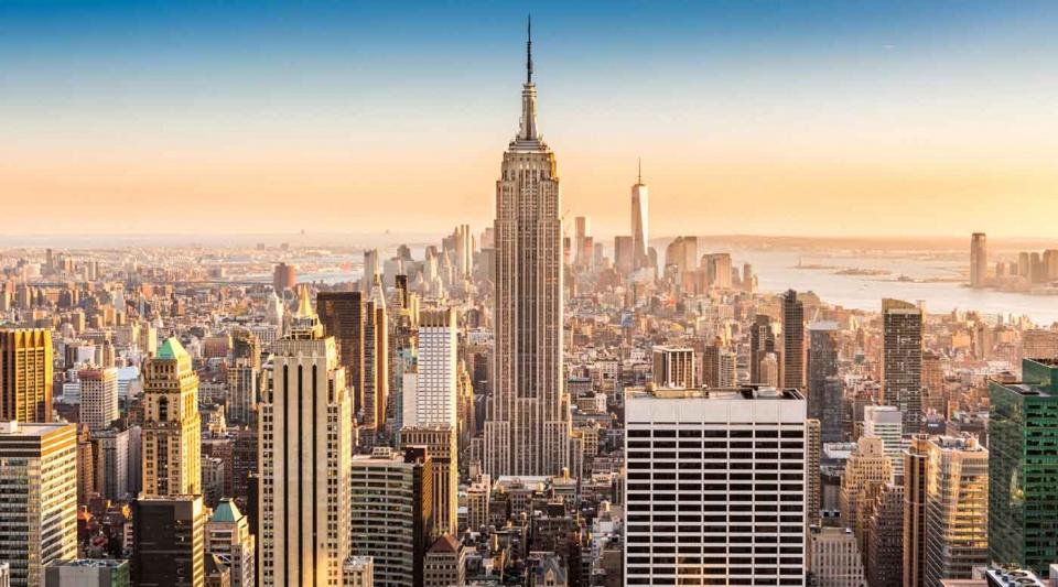 Thành phố New York lại cứ như vươn lên một chân trời nào đó giá tour du lịch Mỹ là bao nhiêu
